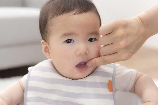 生まれたばかりの赤ちゃんでも採取が容易な口腔上皮