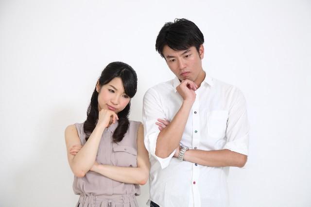 鑑定の流れに悩むカップル